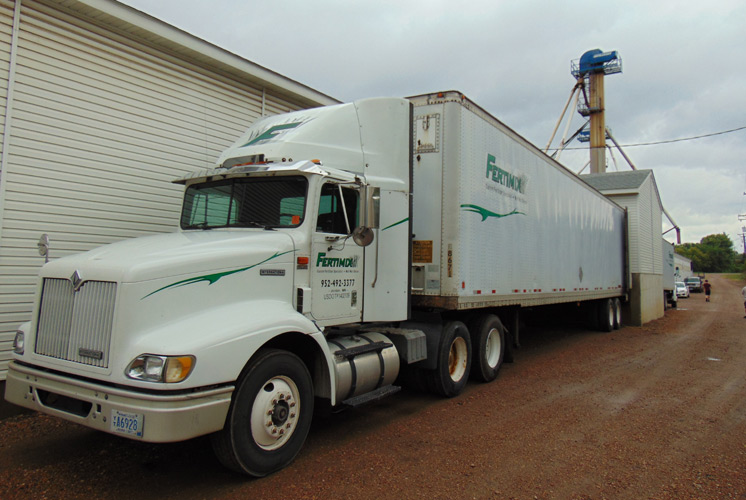 Fertimix is a Custom Fertilizer Specialist that manufactures custom fertilizers from Jordan, MN and delivers the fertilizer around the upper midwest.